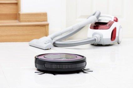 comparacion robot aspirador y aspiradora manual